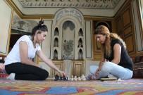 SEÇMELİ DERS - Karaman'da Tarihi Mekanlar Ve Sokaklar Satranç Oynayanlarla Doldu Taştı