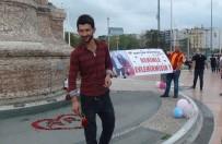 KIRMIZI GÜL - Taksim Meydanı'ndaki Evlilik  Teklifi Renkli Görüntüler Oluşturdu