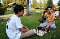 SATRANÇ - Parkta Satranç Keyfi