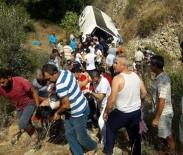 MUSTAFA CİHAD FESLİHAN - Tur Midibüsü Uçuruma Yuvarlandı Açıklaması 4 Ölü, 27 Yaralı