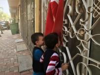 İNGILIZCE - Ders Başı Yapan Süriyeli Öğrenciler Türk Bayrağını Öpüp Teşekkür Etti