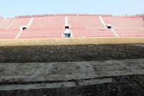 ŞENOL GÜNEŞ - Hüseyin Avni Aker Stadı'nın Son Hali Üzdü