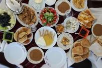 İPEKYOLU - 'Mavi Fularlılar' Van Kahvaltı Kültürünü Tanıttı