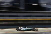 MERCEDES - Mercedes AMG Petronaslu Pilotlar Singapur'da Koltuklarını Sağlamlaştırdı