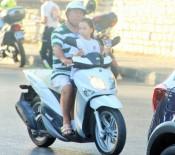 KÜÇÜK KIZ - Motosiklette Küçük Çocuğun Tehlikeli Yolculuğu