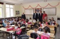 Sarıkaya'da Öğrencilere Çanta Ve Kırtasiye Yardımı
