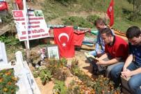 KURAN-ı KERIM - Sınıf Arkadaşları Ve Öğretmenleri Okulun İlk Gününde Şehit Eren Bülbül'ün Kabrini Ziyaret Ettiler