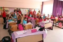 GENÇLİK MERKEZİ - Yozgat'ta Öğrencilere Kalem Seti Dağıtıldı