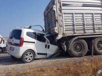 HASTANE - Merzifon'da duran kamyona çarpan araçtaki 3 kişi öldü