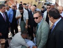 CUMHURİYET HALK PARTİSİ - Kılıçdaroğlu'nun elini tutar tutmaz bayıldı