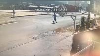 YAŞAM MÜCADELESİ - Kağıthane'de Yayanın Aracın Çarpmasıyla Metrelerce Havaya Uçtuğu Kaza Kamerada