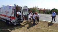 SILIVRI CEZAEVI - Silivri'de Araç Tarlaya Uçtu Açıklaması 3 Yaralı