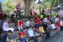 FESTIVAL - 'Sokakta Satranç Var' Projesi Kapsamında Meydan Parkı'nda Yüzlerce Kişi Satranç Oynadı