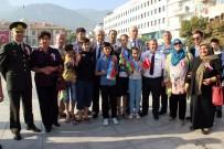 MUSTAFA HAKAN GÜVENÇER - Vali Güvençer'den Azerbaycanlı Gazi Çocuğuna İçten Sarılış