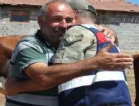 Amasya'da bir besici çalınan 23 büyükbaş hayvanını bulan jandarmaya sarıldı