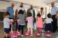 İŞ KADINI - Çocukların 'Scooter'li Bayram Sevinci