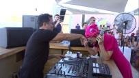 DJ - Gülşen, Sahnede Kocasının Elini Öpüp Bayramını Kutladı