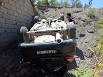 HEKİMHAN - Hekimhan'da Araç Devrildi Açıklaması 5 Yaralı