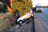 Karaman'da Hafif Ticari Araç Ağaca Çarptı Açıklaması 1 Ölü, 3 Yaralı
