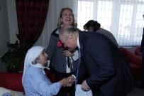 ÖZDEMİR ÇAKACAK - Protokol Üyeleri Bayramda Yaşlıları Ve Çocukları Unutmadı