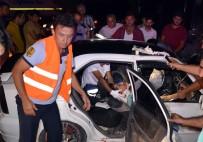 GÜVENLİK ÖNLEMİ - Geri Manevra Yaparken Yolu Kapatan Tır Kazaya Neden Oldu Açıklaması 2 Yaralı