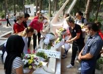 NESLIHAN DEMIR - Kadın Basketbolcular Özgecan'ın Mezarını Ziyaret Etti