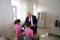 HASAN KARA - Kilis'te Çanta Ve Kırtasiye Dağıtımı Sürüyor