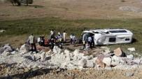 YOLCU MİNİBÜSÜ - Kütahya'da Trafik Kazası Açıklaması 7 Yaralı