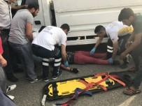 MOTOSİKLET SÜRÜCÜSÜ - Motosikletli Genci Kaskı Kurtardı