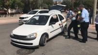 CUMHURIYET - Polisin Kovaladığı Ehliyetsiz Sürücü Kaza Yapıp Aracı Bırakarak Kaçtı