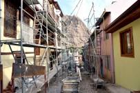 AFYONKARAHISAR BELEDIYESI - Tarihi Binaların Bulunduğu Sokaklarda Restorasyon Çalışması Başladı