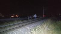 YÜK TRENİ - Trenin Çarptığı Genç Hayatını Kaybetti