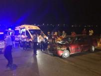 ADıYAMAN ÜNIVERSITESI - Üç Aracın Karıştığı Kazada 5 Kişi Yaralandı