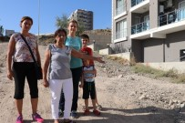 GEÇMİŞ OLSUN - Yaşlılar Kolunu Kırıyor, Çocuklar Okula Gitmekte Zorlanıyor
