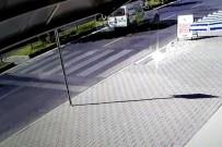 GAZI BULVARı - Araç Bisiklete Böyle Çarptı