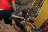 TOPRAK KAYMASI - Göçük Altında Kalan İki İşçi Ağır Yaralandı