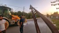 ELEKTRİK AKIMI - Hafriyat Kamyonu Ortalığı Savaş Alanına Çevirdi