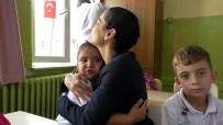 İBRAHIM KÜÇÜK - Kadın Kaymakamdan Ağlayan Öğrenciye Anne Şefkati