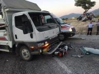 JANDARMA - Kamyonet İki Motosiklete Çarptı Açıklaması 2 Ölü