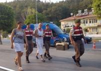 ALıŞVERIŞ - Manavgat Şelalesinde Cüzdan Çalan İngiliz Turist, Durdurulan Tur Otobüsünde Yakalandı