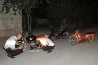 ÖMER SEYFETTİN - Polisi Görünce Motosikletleri Bırakıp Kaçtılar
