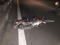 CUMHURIYET - Trafik Kazasında Ehliyetsiz Motosiklet Sürücüsü Hayatını Kaybetti