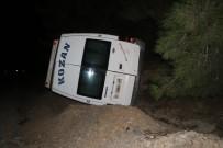 YOLCU TAŞIMACILIĞI - Yolcu Minibüsü Devrildi Açıklaması 7 Yaralı