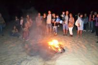 AİLE VE SOSYAL POLİTİKALAR BAKANLIĞI - Ayvalık'ta 25. Uluslararası Engelliler Şenliği Kamp Ateşiyle Sona Erdi