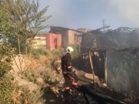 HACI BAYRAM - Başkent'te Gecekondu Yangını