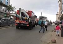 KÜÇÜKKÖY - Halk Otobüsü Bariyerlere Çarptı Açıklaması 4 Yaralı
