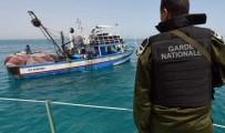 LIBYA - Tunus Deniz Kuvvetleri Akdeniz'de 78 Mülteciyi Kurtardı