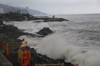 Fırtınalı Havada Kayığı İle Denize Açılınca...