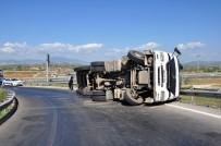KıZıLAĞAÇ - Manavgat'ta Virajı Alamayan Tır Devrildi Açıklaması 1 Yaralı