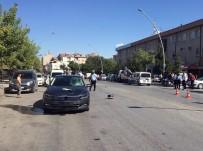 MUSTAFA TOPÇU - Otomobilin Çarptığı Elektrikli Bisiklet Sürücüsü Ağır Yaralandı